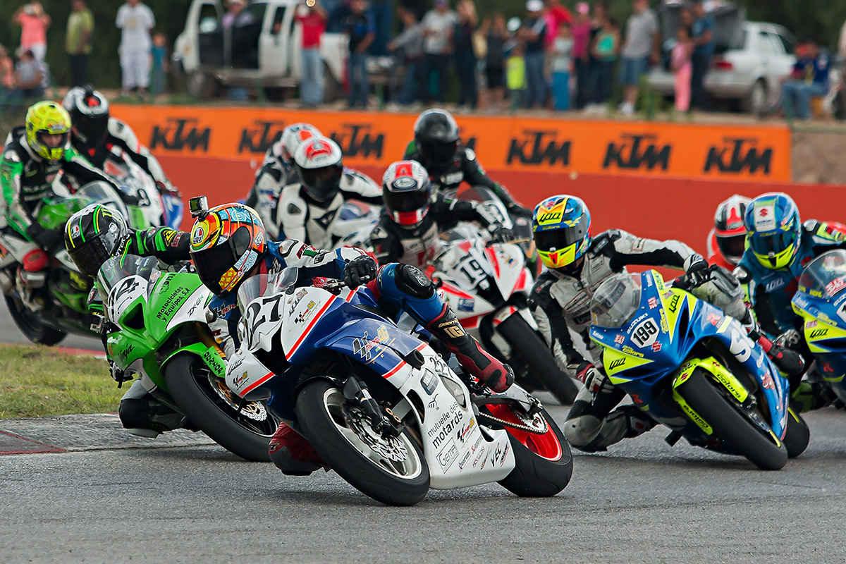 Competidores en el Racing Bike México
