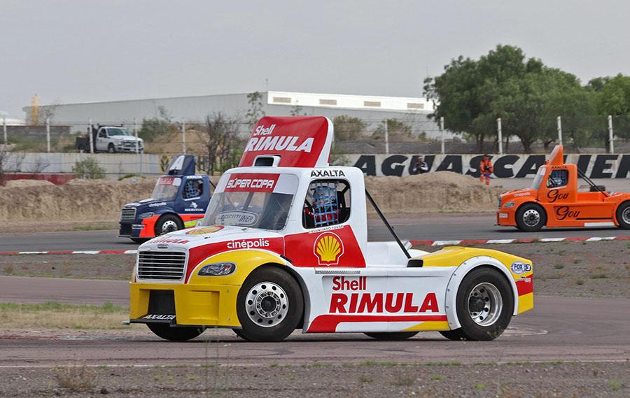 Los Tractocamiones Freightliner listos para el Autódromo León