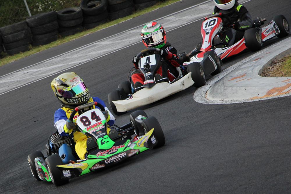 Daniel Fernández visualiza el podio con Bedoyecta en  Fórmula Karts en León