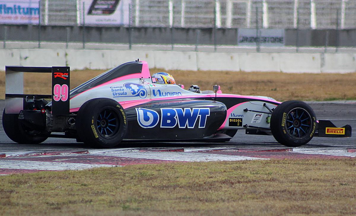 Triunfo histórico del piloto potosino Joss Garfias Martínez en la FIA F4