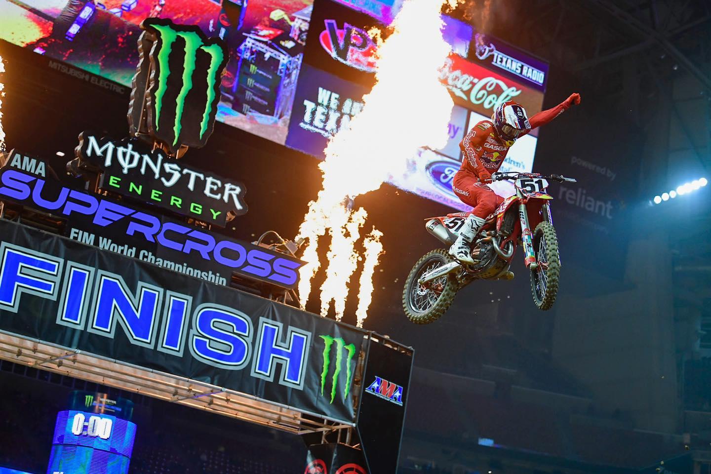 VIDEOS: Supercross Round #1 250 y 450SX Highlights | Houston, TX 2021