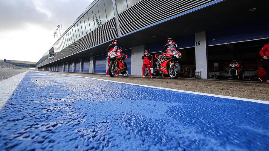 El tiempo limita la acción en pista en Jerez
