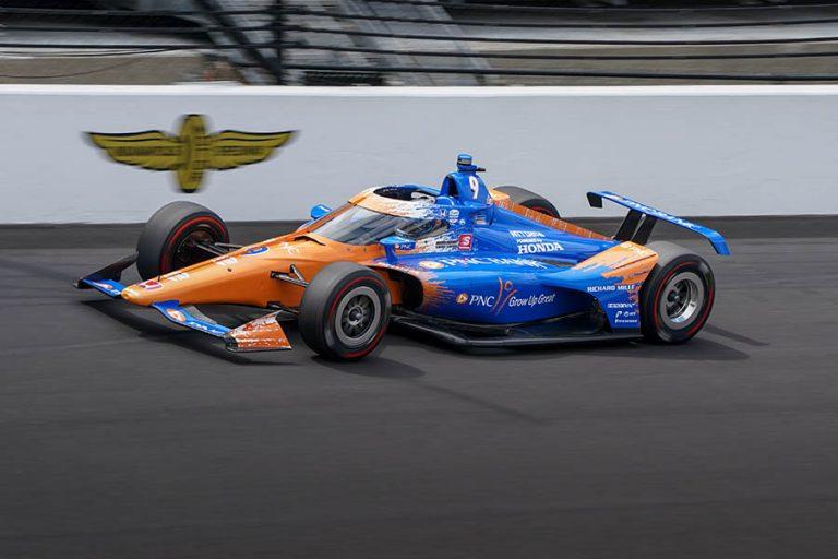 Scott Dixon marca la pole para la edición 105 de Indy 500